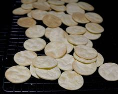 Alfajores, Chilean Recipe are a traditional sweet in Chile, filled with dulce de leche or Huevo Mol. Gourmet Recipes, Sweet Recipes, Dessert Recipes, Desserts, Sheep Cheese, Cheese Pies, Thousand Layer Cake, Chilean Recipes, Chilean Food