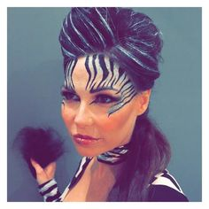 Wirklich cooles Zebra Make-up, ideal für Halloween. Cat Halloween Makeup, Halloween Make Up, Halloween Costumes, Fairy Costumes, Halloween Outfits, Zebra Make-up, Zebra Face Paint, Zebra Costume, Animal Makeup