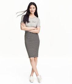 Knee-length skirt in double-layer jersey with elasticized waistband.