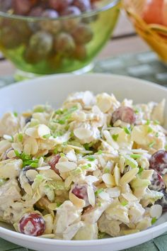 This curried chicken salad recipe consists of cooked diced chicken, celery, grapes and apples, bound together by curry spiced mayonnaise. Chicken Curry Salad, Chicken Salad Recipes, Chicken Salad With Apples, Cassoulet, Grape Recipes, Curry Spices, Cooking Recipes, Healthy Recipes, Snack Recipes
