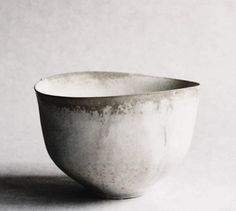 the modern pottery studio — paper-clay: White tea bowl by Tabuchi Taro Ceramic Bowls, Ceramic Pottery, Ceramic Art, Pottery Bowls, Porcelain Ceramics, Japanese Pottery, Japanese Ceramics, Japanese Bowls, Wabi Sabi