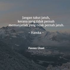 hamka-02 Muslim Quotes, Religious Quotes, Islamic Quotes, Quotes And Notes, Words Quotes, Motivational Words, Inspirational Quotes, Best Quotes, Love Quotes