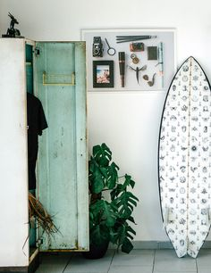 Surfing holidays is a surfing vlog with instructional surf videos, fails and big waves Decoration Surf, Decoration Stickers, Decorations, Surfboard Decor, Surf Decor, Surf Shack, Beach Shack, Style Surf, Arquitetura