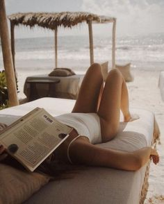 May 2020 - The beach and a book // vacation inspo // The beach and a book // vacation inspo // Summer Vibes, Beach Vibes, Summer Feeling, Beach Pink, Beach Bum, Summer Beach, Girl On Beach, Woman On Beach, Dark Portrait