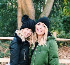 Zoe and Poppy Popular People, Famous People, Poppy Deyes, Zoe Sugg, Winter Hats, Winter Jackets, Zoella, Celebs, Celebrities