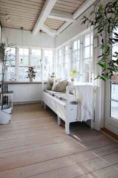 Vintage Decor, Rustic Decor, Porches, Country Farmhouse Decor, Modern Farmhouse, Porch Swing, Outdoor Furniture, Outdoor Decor, My Dream Home
