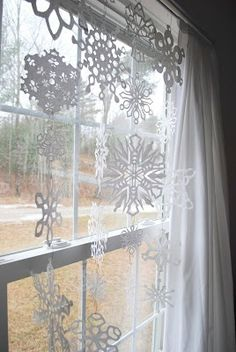 Christmas snowflakes decorations diy hanging in window