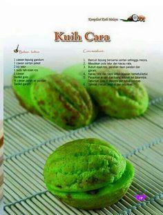Kuih cara Nasi Kerabu, Delicious Recipes, Yummy Food, Malay Food, Asian Recipes, Ethnic Recipes, No Bake Desserts, Pastries, Food To Make