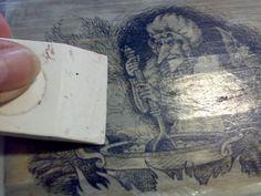 На крышку и на распечатку нанесла ПВА+лак акриловый (смесь примерно 50/50) и с помощью файла приложила и ОЧЕНЬ тщательно пригладила.вживила распечатку в поверхность--резиновым шпателем.валиком.тряпкой и усой жесткой кистью(через файл.чтобы не повредить распечатку)