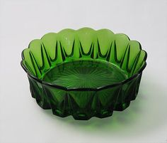 Manufactured in clear, green, brown and yellow. Glass Design, Design Art, Vintage Green Glass, Bowl Designs, Lassi, Antique Glass, Modern Contemporary, Decorative Bowls, Retro Vintage