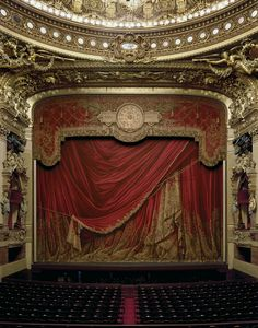 David Leventi zet het huis van de hogere cultuur op de gevoelige plaat in de serie Opera.  Opera records the interiors of world-famous opera houses all photographed with 4x5 and 8x10 Arca-Swiss cameras to maximize detail. Architecturally meticulous this body of work serves to historically document these national and cultural landmarks. Meer.