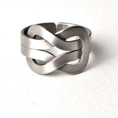 Platte Knoop ring uit een exclusieve sieraden lijn voor heren