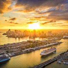 Spectacular sunsets are waiting for you in Miami by @iwally #mondaymotivation #miamisunset Tag the special someone you want to be sitting next to as you witness this beauty!