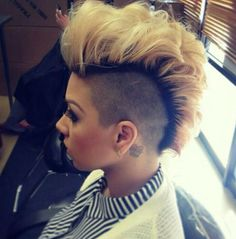 Blonde Teased Mohawk with Shaved Sides Mohawk Styles, Curly Hair Styles, Natural Hair Styles, Short Hair Dont Care, Short Hair Cuts, Jada Pinkett Smith, Cornrows, Undercut Hairstyles, Cool Hairstyles