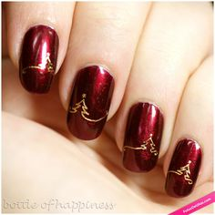 Are you looking for some holiday nail art? Check out some christmas nail art, christmas nail art designs, christmas nail ideas and easy christmas nails that you can try during your holiday season. Christmas Nail Art Designs, Holiday Nail Art, Christmas Design, Christmas Nail Designs Easy Simple, Chrismas Nail Art, Trendy Nails, Cute Nails, Nail Art Noel, Snowflake Nail Art