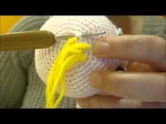 Amigurumi Video Tutorial en Español: Cómo poner Pelo a tu Amigurumi aquí: http://awesomeneedles.blogspot.com.es/search/label/VÍDEO%20TUTORIAL