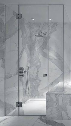 Eντυπωσιακό μπάνιο φτιαγμένο από λευκό μάρμαρο STATUARIO με έντονα γκρι νέρα. Amazing bathroom made with STATUARIO white marble with dramatic grey veins