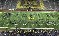 An Epic Marching Band Proposal An Epic Marching Band Proposal<br> For this couple that met while they were members for University of Michigan it was only fitting that their memorable and creative proposal i Hoco Proposals, Wedding Proposals, Wedding Bands, Geek Wedding, Marriage Proposals, Marching Band Couples, Marching Band Memes, Dance Proposal, Homecoming Proposal