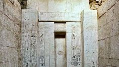 Na jazida de Abu Sir, situada na província egípcia de Guizan, uma equipe de arqueólogos checos descobriu o túmulo de um médico real com data da V dinastia do Império Antigo (2500 a 2350 AC)