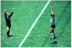 3-2 a Alemania y llegó el pitazo final.  CAMPEONES del mundo!! World Football, Nike Football, Football Jerseys, Diego Armando, Retro Pictures, Fifa World Cup, Soccer Players, Old Photos, Liverpool