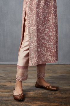 Salwar Designs, Blouse Designs, Trendy Clothes For Women, Pants For Women, Simple Kurta Designs, Casual Day Dresses, Simple Dresses, Indian Fashion Dresses, India Fashion