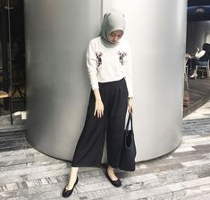 Hijab Casual, Ootd Hijab, High Street Fashion, Street Hijab Fashion, Fashion Outfits, Modern Hijab Fashion, Muslim Fashion, Hijab Mode Inspiration, Hijab Stile