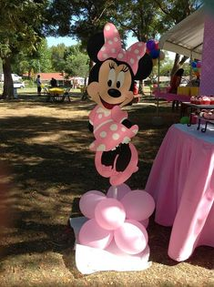 Pink minnie mouse party ideas and shops. Innspirational photos of decorations, cake, favors, dessert table, minnie mouse sweets and treats Festa Mickey Baby, Theme Mickey, Minnie Mouse Theme Party, Minnie Mouse First Birthday, Minnie Mouse Baby Shower, Mickey Party, Mouse Parties, Pirate Party, Minnie Mouse Favors