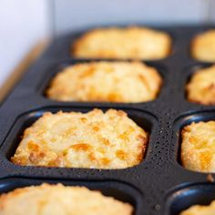 These Keto Cheddar Biscuits are soft, fluffy and buttery. They are a perfect gluten free side dish for soup, casseroles or stew and also make a great breakfast sandwich. These low carb biscuits are lo Low Carb Biscuit, Low Carb Bread, Low Carb Keto, Low Carb Recipes, Diet Recipes, Cooking Recipes, Keto Bread, Recipes Dinner, Biscuits Keto
