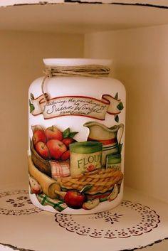 Bildergebnis für idéias com biscuit para casa Decoupage Vintage, Decoupage Jars, Decoupage Paper, Mason Jar Crafts, Bottle Crafts, Mason Jars, Bottles And Jars, Glass Jars, Apple Kitchen Decor