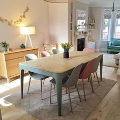 This Loafer is banishing winter in this dreamy snap of their Tucker table! Open Plan Kitchen Living Room, Home Living Room, Living Room Decor, Lounge Diner Ideas, Diner Decor, Victorian Living Room, Small Dining, Dining Room Design, Home Kitchens