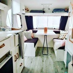 Oehlala, wat een plaatje is deze Engelse caravan van Emma 😍. Lees en bewonder 'Bertha' op www.caravanity.nl #caravan #caravanity #caravana #caravaning #caravanning #bertha #wit #koper #roze #grijs #lifeistooshort #vintagecaravan #oldtimercaravan #makeover #caravanpimpen #pimpen