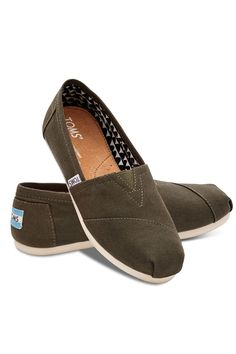 Toms Women's Canvas Classics Tarmac Olive. The shoe that started the One for One movement. Canvas upper with TOMS toe-stitch, and elastic V for easy on and off TOMS classic suede insole with cushion for comfort Latex arch insert for added support One-piece outsole for flexibility and durability. #EscapeOutdoors #TOMS #Womens #CanvasClassicsTarmacOlive #Shoes