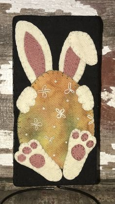 Anything Wool, Our Designs Penny Rug Patterns, Wool Applique Patterns, Felt Applique, Applique Cushions, Wool Embroidery, Bunny Crafts, Easter Crafts For Kids, Patchwork, Felted Wool Crafts