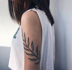 Blackwork tattoo on shoulder by Elya Kamelotova Pretty Tattoos, Beautiful Tattoos, Cute Small Tattoos, Cool Tattoos, Tattoo Small, Vine Tattoos, Body Art Tattoos, Sleeve Tattoos, Flower Tattoos