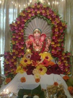 Trendy Ideas flowers decorations for home puja Eco Friendly Ganpati Decoration, Ganpati Decoration At Home, Festival Decorations, Flower Decorations, Wedding Decorations, Flower Crafts, Flower Art, Eco Friendly Ganesha, Ganesh Chaturthi Decoration