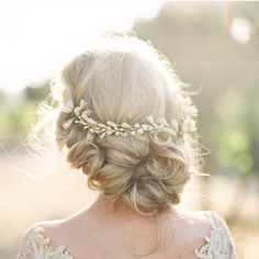 The Bridal Circle, Romantic and dreamy loose braided hair. Image by:...