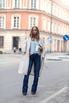 Coolest Ways To Wear Flared Jeans - Nude Coat with Flared Jeans
