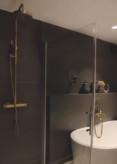 Her er baderomstrendene 2017 - Marianne Haga Kinder Oak Color, Light Oak, Clawfoot Bathtub, Mirror, Bathroom, Home Decor, Exercises, House Ideas, Dreams