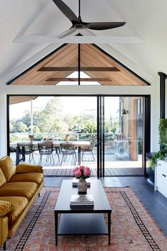 Modern Australian home with unusual roof and large veranda PUFIK Beautiful Interiors Online Magazine Australian Homes, Australian Interior Design, Australian Country Houses, Australian Home Decor, Modern House Design, Modern Lake House, Contemporary Architecture, Contemporary Decor, Modern Art