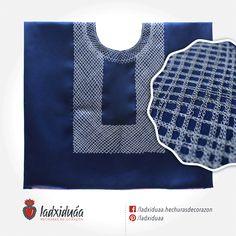 Huipil sencillo azul marino, con tejido de cadenilla en hilo gris.
