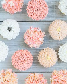 Hydrangeas carnations and mums.... oh my!!!! Showing 3 ways to make charming floral cupcakes with tips and buttercream on S&C!  by sugarandcharm