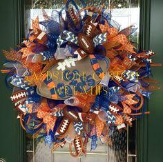 CHOMP!! CHOMP!! Go GATORS!! Get your team spirit on this football season with this stunning University of Florida Gators Wreath.  Wreath is