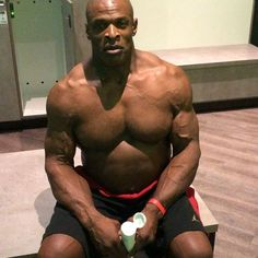 What's up guys as you guys can see I'm in the gym locker room getting ready to do my training therapy session. But before I go out I gotta put on my @shrinktoning lotion. I'm here in Germany at the FIBO. Like I said last video, I take it on the road with me everywhere I go. If you want to pick one visit www.shrinktoning.com or amazon.com