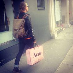 Thom Yorke comprando en Acne <3