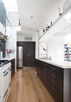 desire to inspire - desiretoinspire.net - Feldman Architecture. Sweet kitchen--love the peekaboo balcony