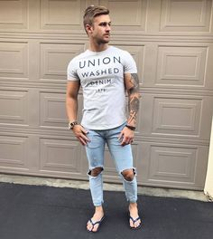 Flip flops should never be adorned anywhere but the pool. Here are stylish alternatives for the more discerning gent. Bare Men, Casual Wear For Men, Casual Guy, Barefoot Men, Mens Flip Flops, Male Feet, Men Looks, Gorgeous Men, Urban Fashion