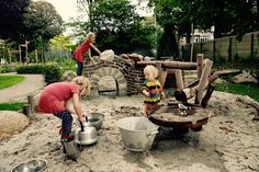 natuurlijke waterspeeltuin Outside Playground, Camping Water, Kindergarten, Sand Pit, Interior Design Living Room, Kids Learning, Children, Outdoor, Budget