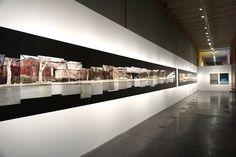 """Peter Knapp #Exposición """"¡A las puertas del paraíso! Ensayo fotográfico sobre el migrante, el nómada, el exiliado, el refugiado, el apátrida..."""" Conde Duque  #Madrid #Fotogafía #Photography #PHE16 #PHOTOESPAÑA #Arterecord 2016 https://twitter.com/arterecord"""