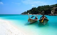 Scarica sfondi oceano, sabbia, thailandia, costa, palme, barche, cielo blu