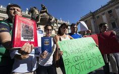 Marino tra contestazioni e incoraggiamento Il sindaco di Roma Capitale, Ignazio Marino, continua a dividere l'opinione pubblica, tra fans e contestatori. Oggi appena rientrato dal viaggio tra USA e Caraibi, subito impegno pubblico per il sinda #marino #contestazione #incoraggiamento